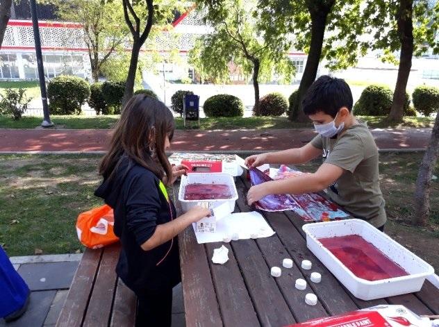 Okulu Özleyen Öğrencilere Parkta Etkinlik